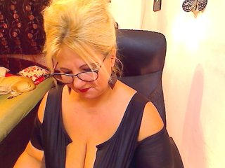 Sex cam sinwoman online! She is 52 years old 