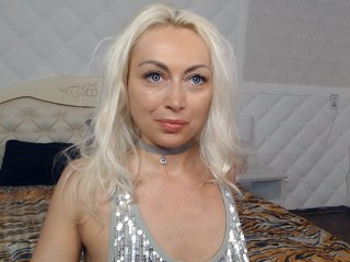 Sex cam sky-falll online! She is 32 years old 