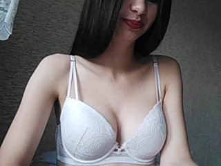 White lisadartov with gray eyes and shaved pussy