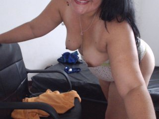Sex cam doll misslatinhot ready for live sex show! She is 38 years old brunette and speaks english, spanish