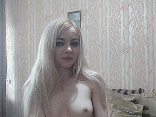 Young Cam Doll nixberry. blonde with average tits