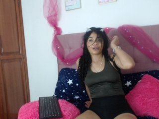 Young Cam Doll taylorlatin. brunette with average tits