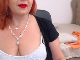 Big Boobies hotmissmary with shaved pussy