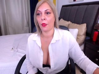 Big Boobies sweetqueenx with shaved pussy