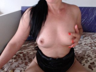 Sex cam julliemilf online! She is 44 years old 