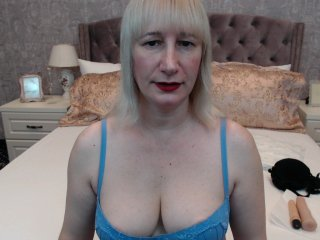 Sex cam blondemargox online! She is 49 years old 