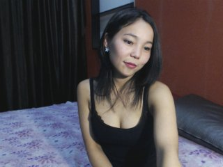 Asian melonasi with brown eyes and trimmed pussy