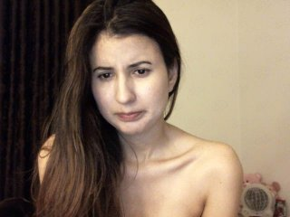 Sex cam doll lunaswan ready for live sex show! She is 23 years old brunette and speaks english, spanish