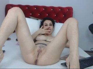 English Sex Cam sweetneely with brown eyes and average tits