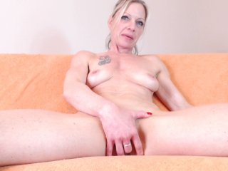 Sex cam trophymilf online! She is 37 years old 