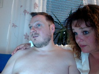 Sex cam sweetcpl2k19 online! She is 40 years old 