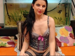 Young Cam Doll queensquirts. brunette with average tits