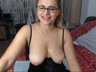 Sex cam ladysquirt11 online! She is 43 years old 