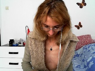 Sex cam doll clit_sweet ready for live sex show! She is 34 years old blonde and speaks english,