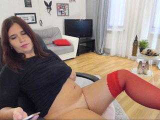 Sex cam adelinalawson online! She is 25 years old 