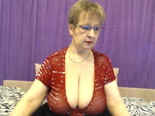 Sex cam sugarboobs online! She is 46 years old 