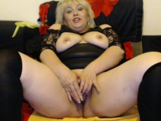 Sex cam evelinhot online! She is 40 years old 