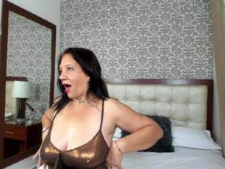 Sex cam amelliemilfs online! She is 57 years old 