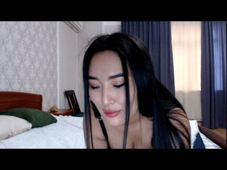Asian richflower with brown eyes and trimmed pussy
