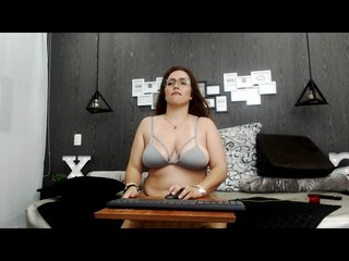 Spanish Sex Cam gaby-jackson with green eyes and big boobs