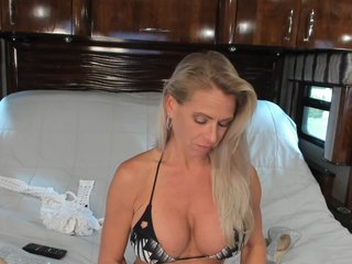 Sex cam dddtraveler online! She is 45 years old 