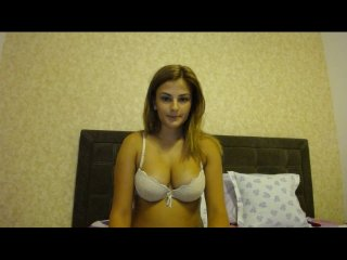 German Sex Cam anayss with brown eyes and average tits